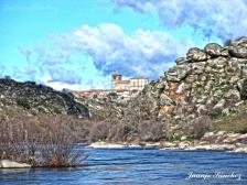 Ledesma entre agua y rocas