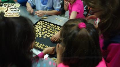 Haciendo rosquillas de ledesma
